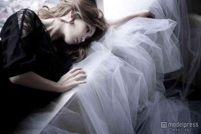 紗栄子、妖艶な表情でEGOISTな女性を体現…「EGOIST 2013春夏コレクションカタログ」イメージモデルに起用