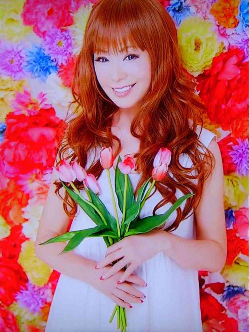 最強美熟女・藤田紀子さん、65歳のプリマドンナ姿をご覧ください