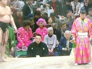 【画像】大相撲中継に林家ぺー&パー子夫妻  目立ちすぎて相撲どころじゃない - NAVER まとめ