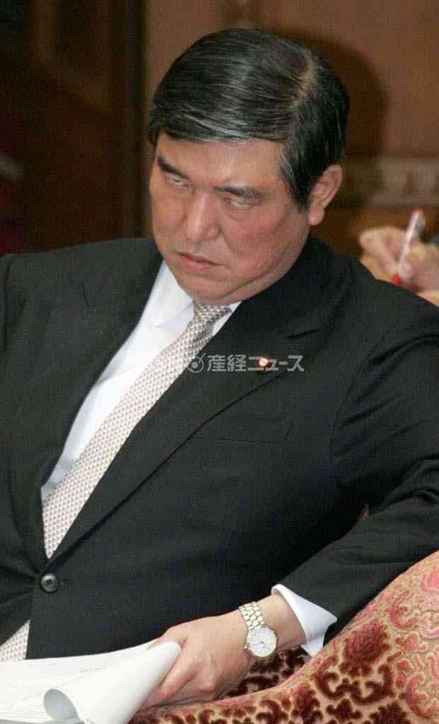 名誉ソムリエに選ばれた石破茂幹事長をご覧ください