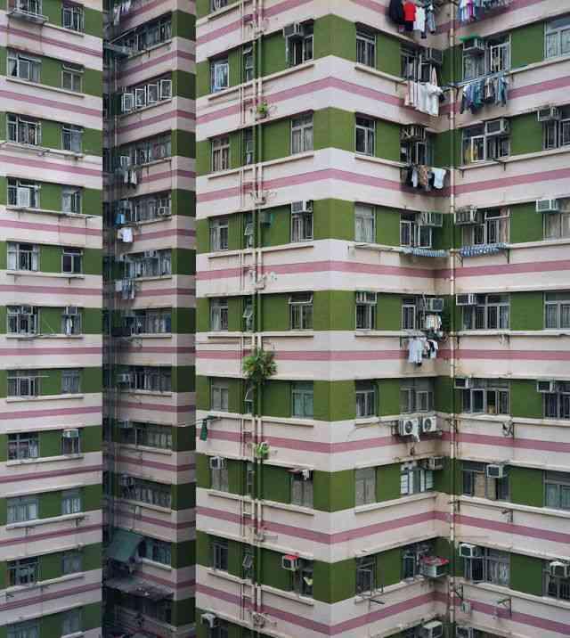 だんだん気が滅入ってきそうな香港の高層建築