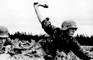 空想の悪者に空想の手榴弾を投げた小学生が停学処分を受ける!…アメリカ