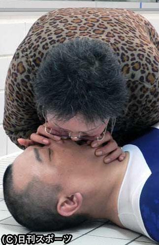 【閲覧注意】TKO木下隆行が母定子とドラマ初共演。衝撃の「母子キス」にも挑戦