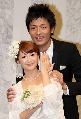 矢口真里:中村昌也とツーショットで結婚報告 昨日深夜に婚姻届を提出「真里さんを守りたい」 - MANTANWEB(まんたんウェブ)