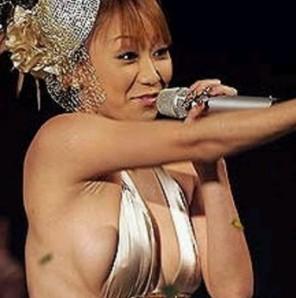 女性アイドル史上最もダサい衣装はどれだろう