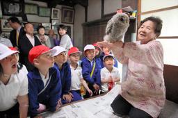 asahi.com(朝日新聞社):フクロウ「里親」はおばあちゃん ヒナ育て放鳥20年 - 列島こんな話