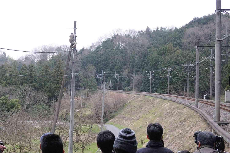 【これは酷い】撮り鉄オタ、写真を撮るのに邪魔だからと桜の木を無断で切り倒す…しなの鉄道がツイート