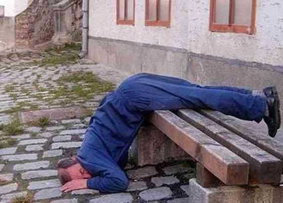 とんでもない場所で熟睡されている方々の画像をご覧ください