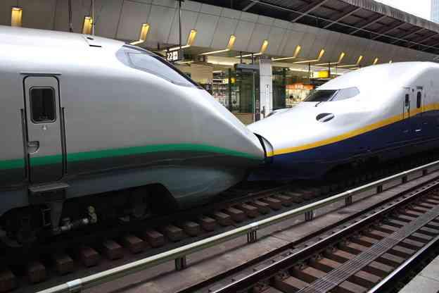 駅でちゅーしてるカップルを見かけた。でも、この二人は兄妹なの…