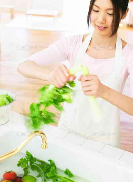 既婚女性の3割「レトルトカレーに具材を追加」「麻婆豆腐の素に豆腐入れる」は手作り料理です