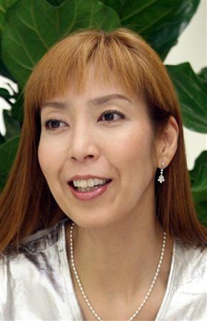 荒川静香、一般男性との交際報道について質問集中も笑顔で無言 東京モーターサイクルショーに登場
