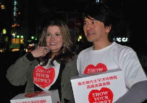 川崎麻世、妻・カイヤのバースデープレゼントとして白いボルボのオープンカーをプレゼント