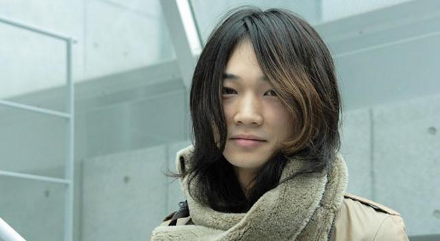 女性的な雰囲気の綾野剛さん