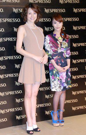 米倉涼子、ミニスカで美脚披露 女子校生から大人に変身! (オリコン) - Yahoo!ニュース