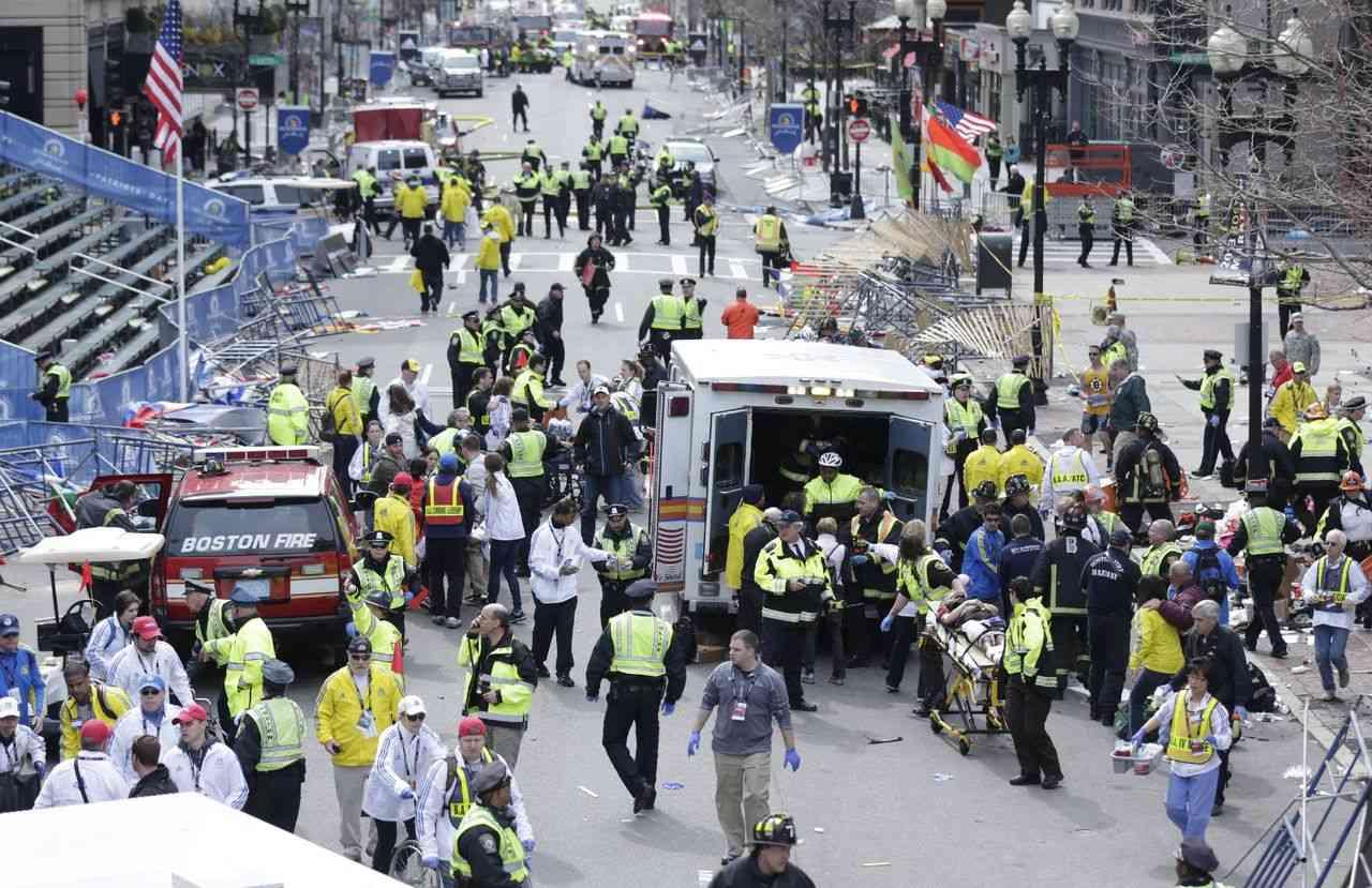 ボストンマラソンで同時爆弾テロ 2人死亡、110人負傷