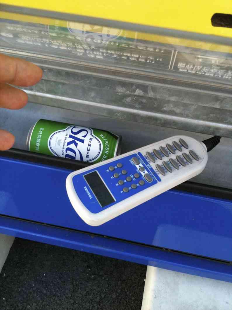 『自販機からジュース取り放題』な方法が中高生に口コミで拡大!100本以上盗まれたケースも