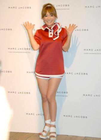浜崎あゆみが『マーク・ジェイコブス作品展』初日に来場 「作品を見てニューヨークのコレクションに行きたくなりました」