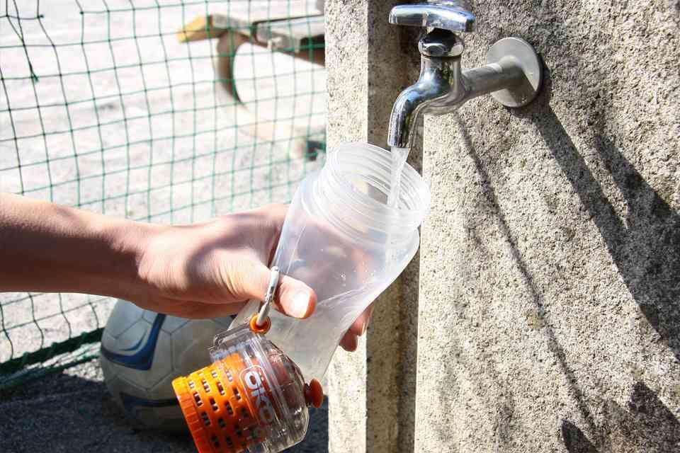 コーラですら一瞬で濾過できるOKO(オコ)ボトルが凄い。黒いのが透明にww
