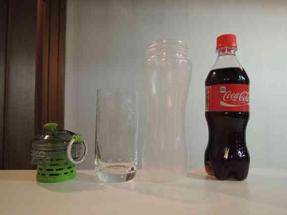 NASA由来のろ過機能付ボトルで透明コーラを作ってみた → マジかよ!?本当にコーラが透明になったぞ! | ロケットニュース24