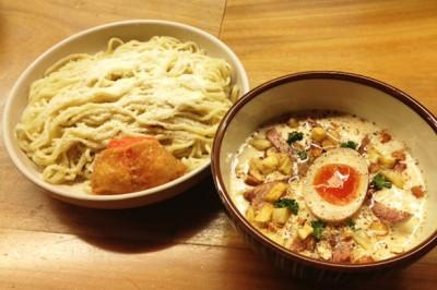 映画『HK 変態仮面』と人気ラーメン店がコラボ「変態仮面コラボ麺キャンペーン!」