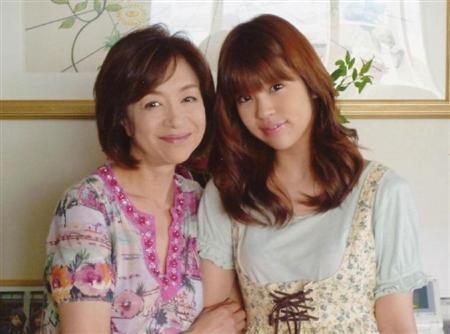 坂口良子さんの長女・坂口杏里、継父・尾崎健夫を認めずゴミ箱投げた過去も