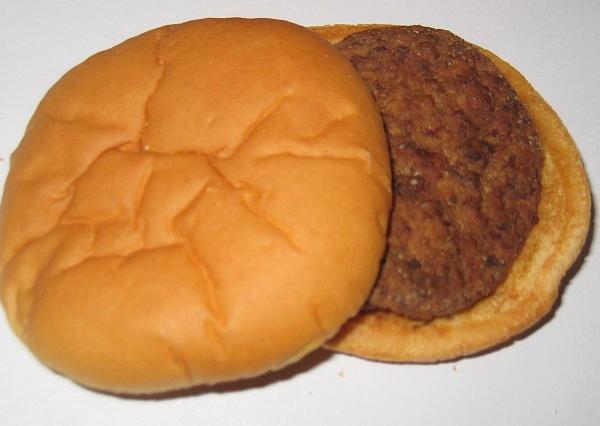 14年前に買ったハンバーガーが発見される…今も当時と変わらぬ外見を維持