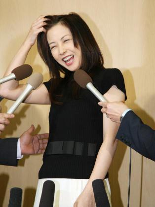 不倫・離婚騒動の矢口真里、生番組に出演し、笑顔でとぼけるww