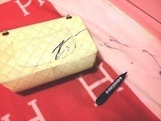 SHIHO、娘に落書きされた白いシャネルのバッグ公開「何かを描くってことを覚えたてで披露したかったんだと思う」