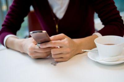若者の2人に1人はセックスよりもメールチェックを優先する!?