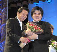 杉良太郎、養子新たに15人で76人のパパ!日本&ベトナム外交樹立40周年イベントで明かす (スポーツ報知) - Yahoo!ニュース