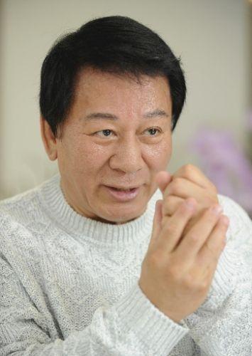 杉良太郎、新たに15人の養子を迎え76人のパパに! 日本&ベトナム外交樹立40周年イベントで明かす