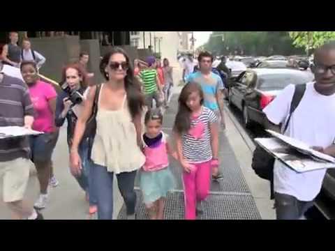 Man Tells 7-year-old ''Suri Cruise'' That She's A B*tch - YouTube