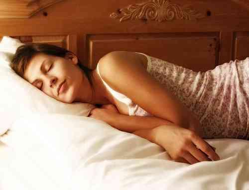 寝るときのポーズ、どんな感じですか?
