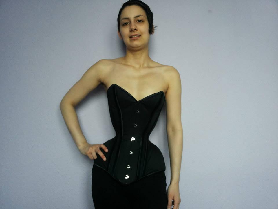 全身整形女・ヴァニラが今度はウエスト40cmを目指して肉体改造「骨と皮になりたい」