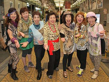 大阪のアイドルグループ「オバチャーン」の破壊力がスゴい!
