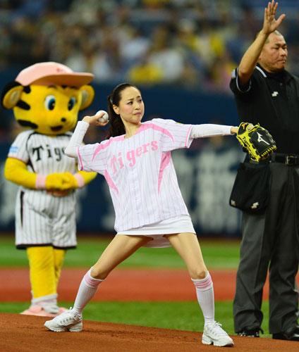 松田聖子(51歳)、始球式でパンチラww