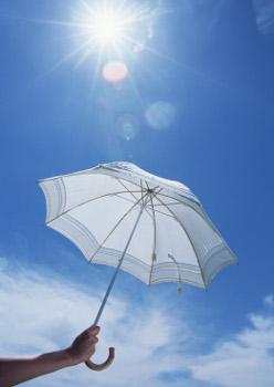 その傘は大丈夫?「寿命切れ日傘」でシミが大量発生する危険