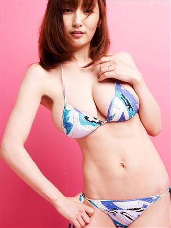 熊田曜子、産後初ビキニ姿を披露…『食べて痩せる-3kg! ヘルシー産後ダイエット愛されママライフ』発売