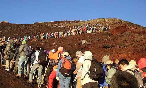 富士山がヤバい...「ひびが入れば噴火する状態」