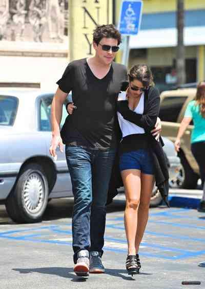 急死の「Glee」コリー・モンティスの恋人リア・ミシェルが憔悴状態