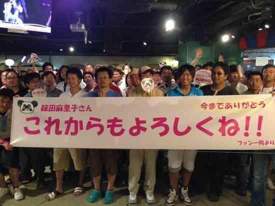 AKB48篠田麻里子、初期メンバーも駆けつけ古巣AKB劇場公演にて卒業公演を終える