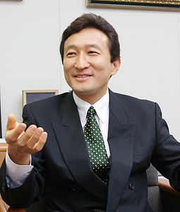 ワタミの渡邉美樹が理事長の学校法人、生徒に反省文100枚書かせるなどして、退学者続出