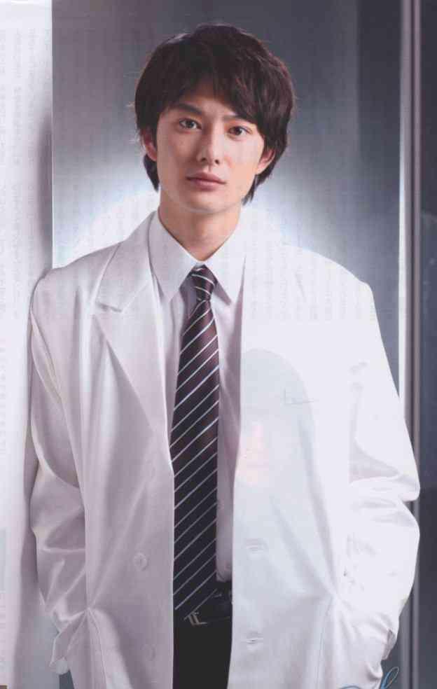 岡田将生の学生服姿が23歳にして違和感なさすぎるw