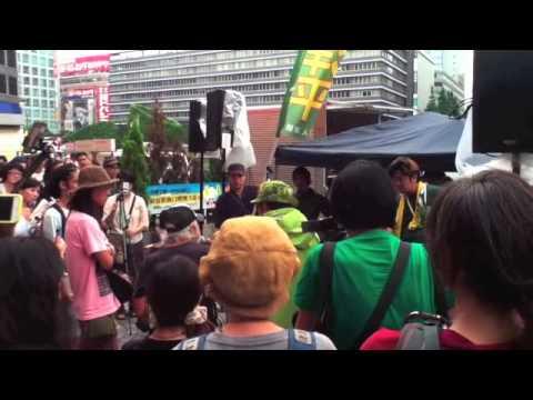三宅洋平街頭ライブ@新宿西口2/2 2013年7月5日 - YouTube