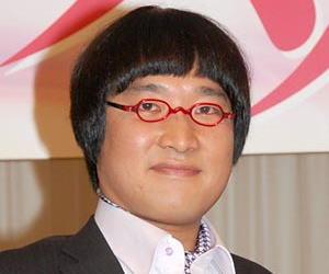 南海キャンディーズ・山里亮太、スーツ姿でAKBファンに土下座「お叱りごもっともです」