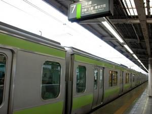 幸せをつかむ女性たちって? 働く女子が「通勤電車内で注目する人」 | 「マイナビウーマン」
