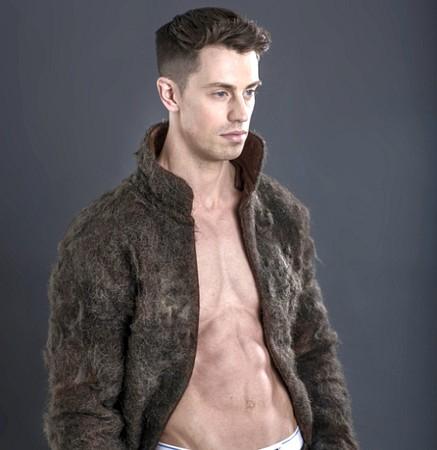 男性の胸毛100%!限定品コートが発売ww