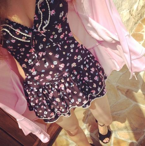 益若つばさ(27歳)、ブログで水着姿を公開!ポーズが不必要にエロいww