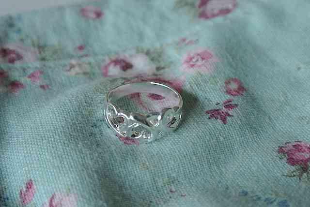 これはロマンチック!!アロマキャンドルから指輪が出てくる「ラッキーリングキャンドル」