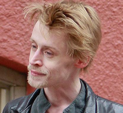 ハリー・ポッター役で有名なダニエル・ラドクリフの顔がヤバいことになってる…